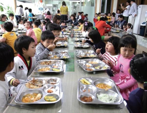 지역의 좋은 먹거리는 학생들에게 건강을 제공하면서 지역의 소중함을 알려준다.