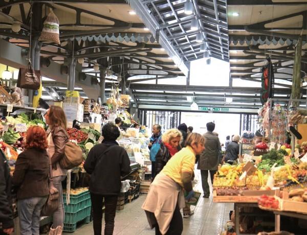 이탈리아 모데나는 지역 포도주와 치즈, 햄 등 푸드마일이 아주 짧은 지역 먹거리가 풍성하다.