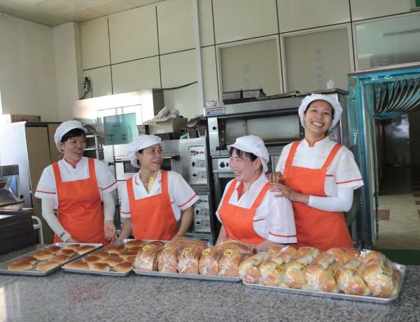 완주의 마을기업인 '마더쿠키'는 지역 내 다문화 여성에게 일자리를 제공하며 지역사회 활성화에 기여하고 있다.