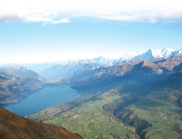 알프스 산맥에 자리한 농가는 문화경관을 지키는 역할을 한다.