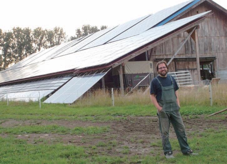 태양광발전기를 설치한 축사