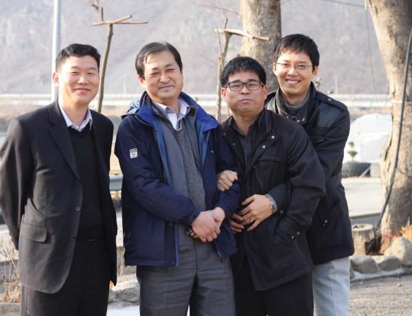 마을만들기 팀. 왼쪽부터 곽동원 계장, 구자인 박사, 이호율 씨, 임홍택 씨