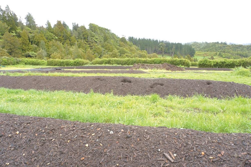 카오스 스프링스 농장에서는 생명역동농업을 토대로 유기퇴비를 제조하 고 교육한다. Ⓒ대산농촌재단