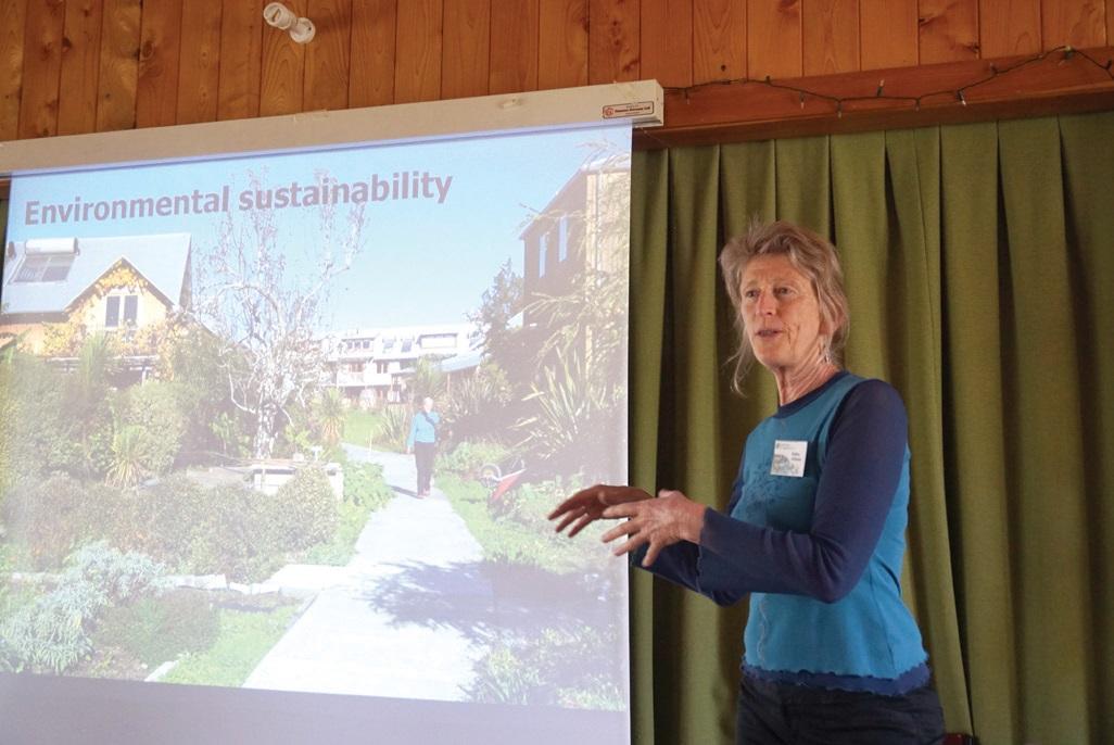 창립멤버 로빈 엘리슨 씨는 어스송의 비전을 친환경적 지속 가능성 유지, 사회적 관계의 지속성과 이러한 생각을 나누고 교육하는 일이라 밝혔다.