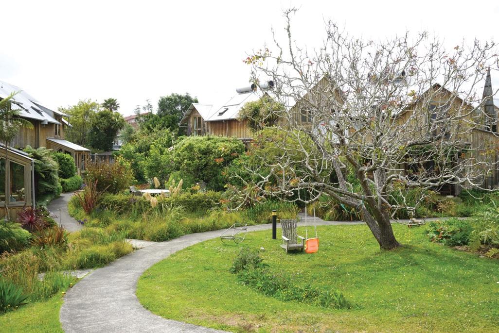 마을 곳곳에 크고 작은 식물들이 어우러진 커뮤니티 가든이 있다.