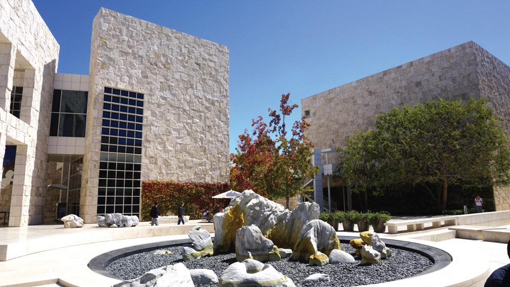 게티 센터는 건물 자체가 예술작품이라는 평을 들을 정도로 예술적 건물들로 구성되어 있다.