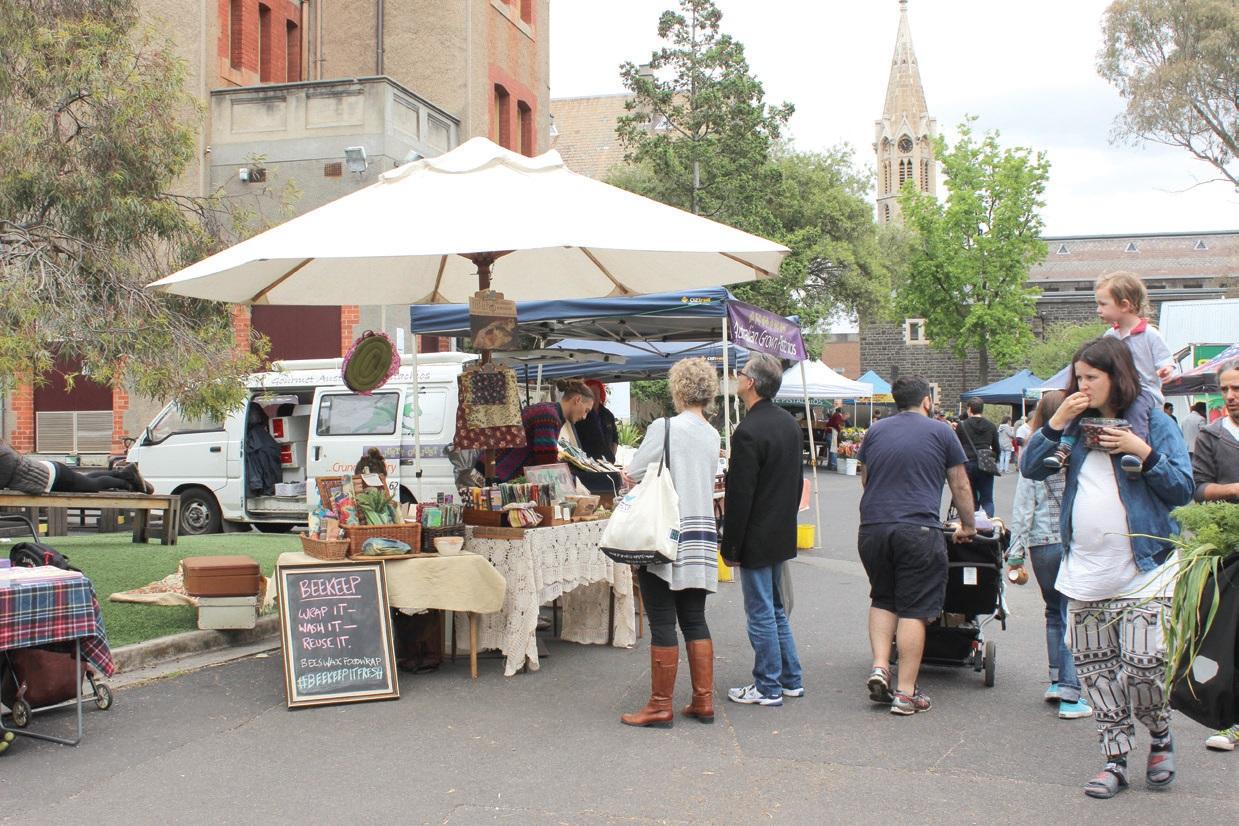 파머스마켓은 지역사회 안에서 경제가 순환되도록 한다.