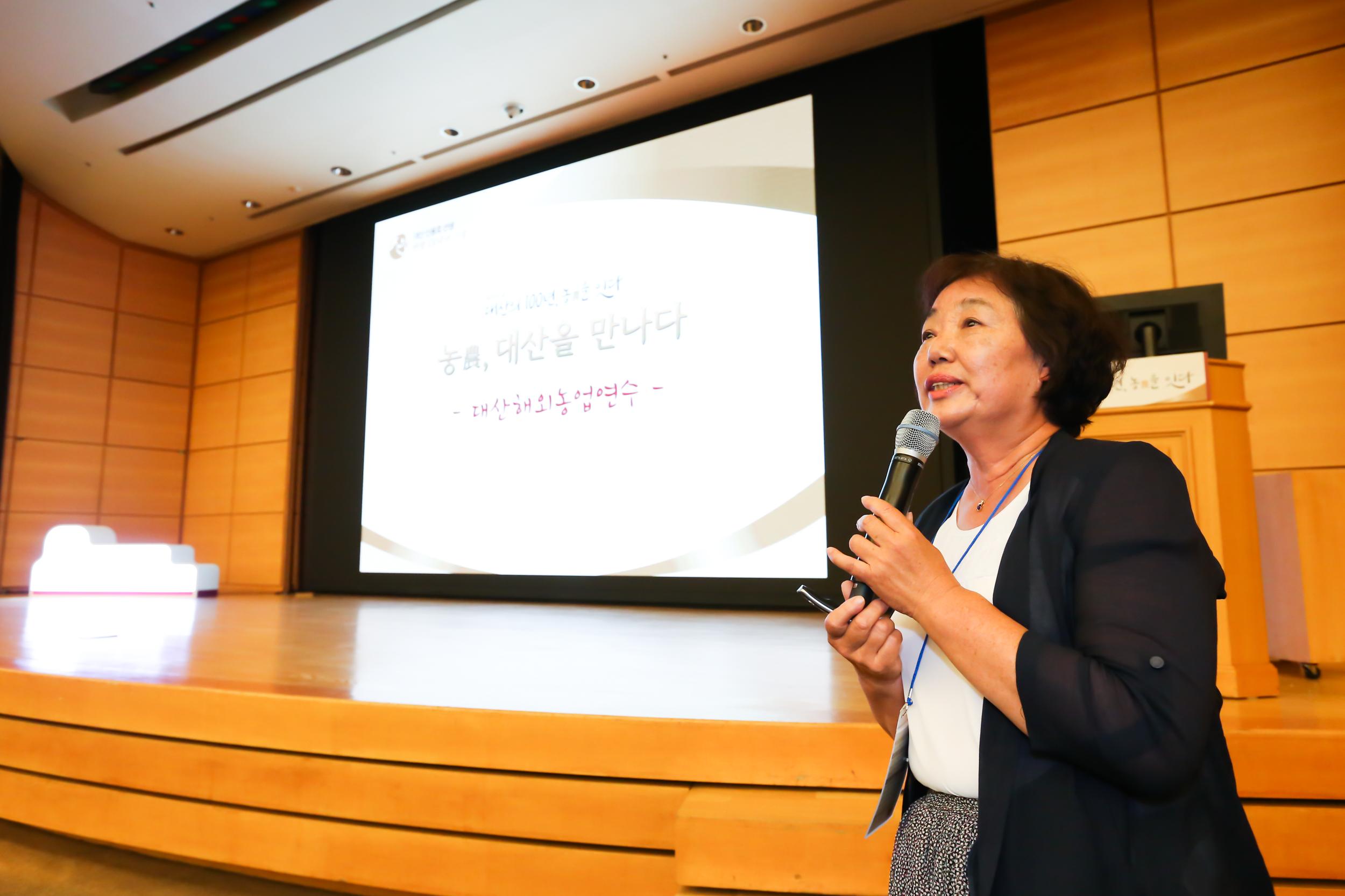 유가공‧목장체험 철탑산업훈장을 수훈한 조옥향 은아목장 대표는 한국의 낙농 정책을 바꾸고 유럽형 체험목장을 일궈온 사례를 나눴다.