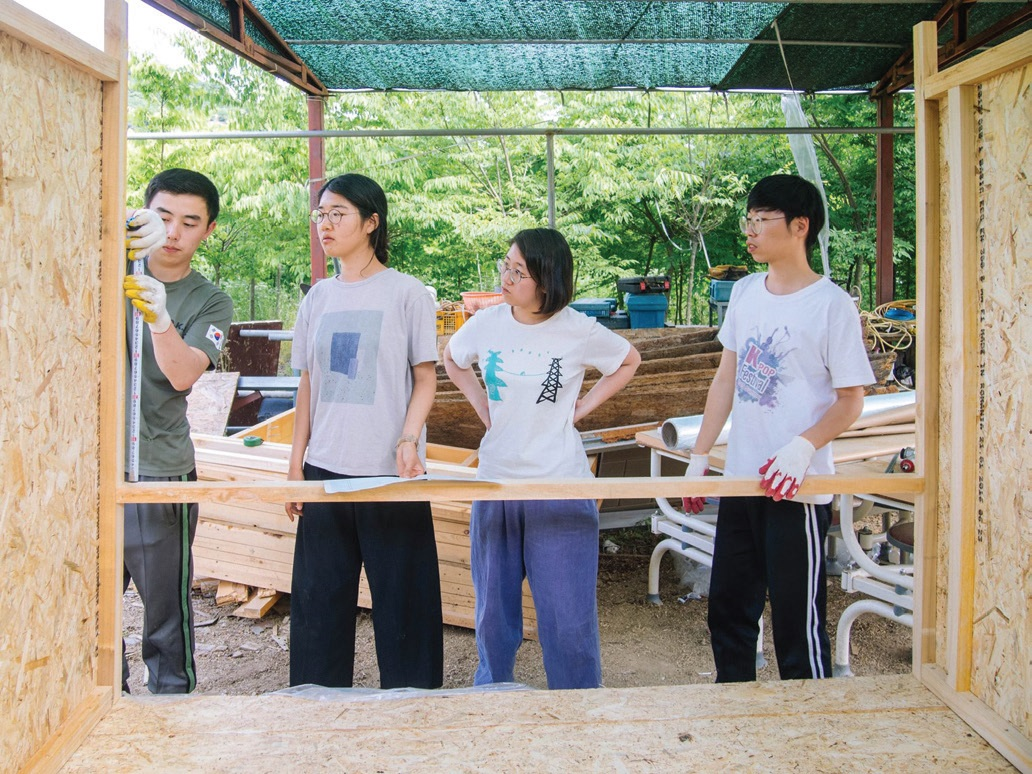 청년들의 지속가능한 시골살이를 위해 꼭 해결해야 할 것 중 하나가 '집'이다. 산내마을 청년 모임 '작은자유' 친구들은 '장쟈크의 움직이는 집' 프로젝트를 시작하며 제 손으로 주거문제 해결에 나섰다. ⓒ작은자유