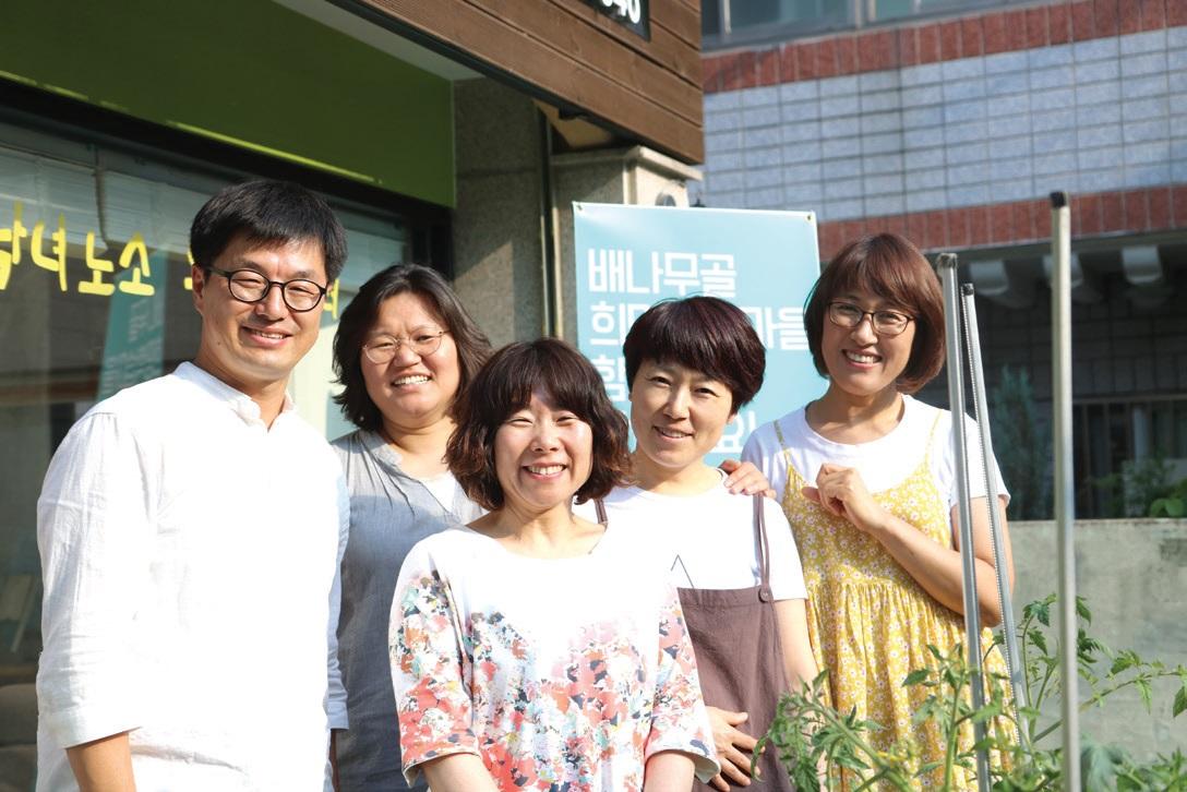 대구아이쿱생협, 와룡배움터, 우렁이밥상 등 마을에서 함께 하고 있는 마을 활동가들과 김종수 PD.