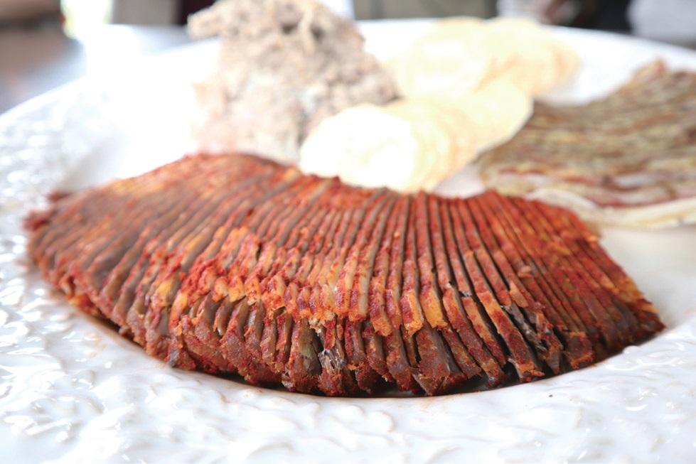 스튜어트가 직접 가공한 소고기 육포와 돼지고기 가공품.