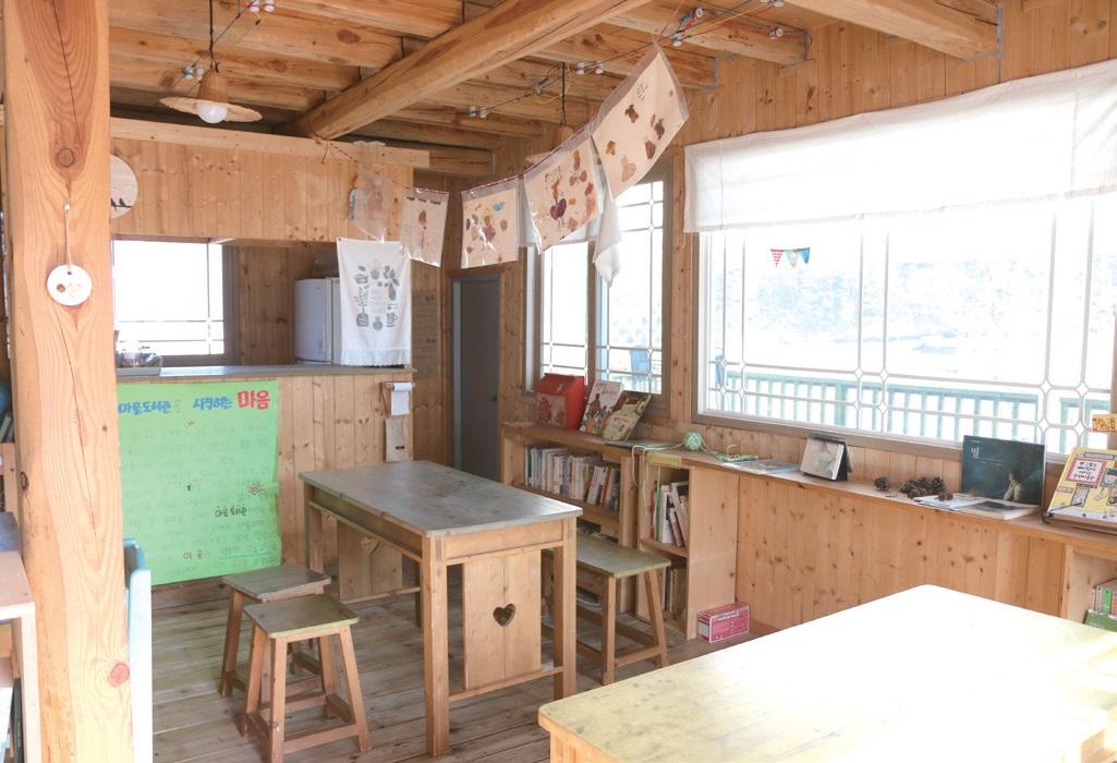 2017년 5월 문을 연 마을도서관. 월1회 마을밥상, 밥콘서트, 도서관 데이 등 다양한 프로그램을 통해 마을 어른과 아이들이 함께 모이는 커뮤니티 공간을 만들 계획이다.