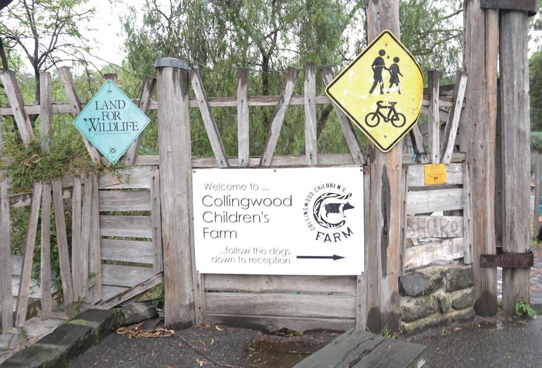 호주에서 가장 오래된 역사를 자랑하는 콜링우드 어린이 농장 입구. 4인 가족 입장료가 20달러다.