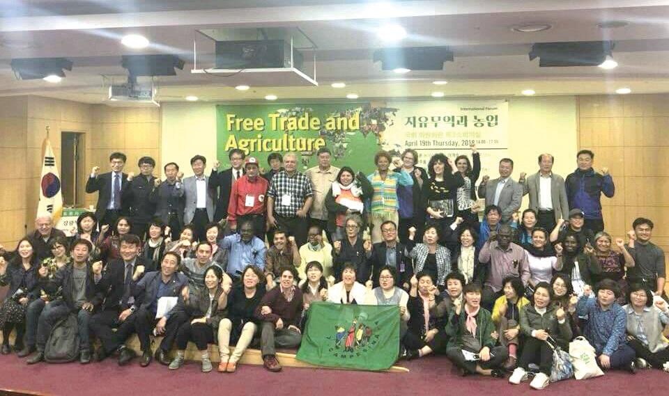 4월 17일~21일, 서울 도봉산숲속마을에서 비아캄페시나의 25개국 대표 30여 명이 모여 국제조정위원 회의를 열었다. 여성농민의 목소리를 잘 반영한다는 비아캄페시나. 이번 회의에서도 남녀 참석자 비율이 거의 반반이었다. ⓒ김정열