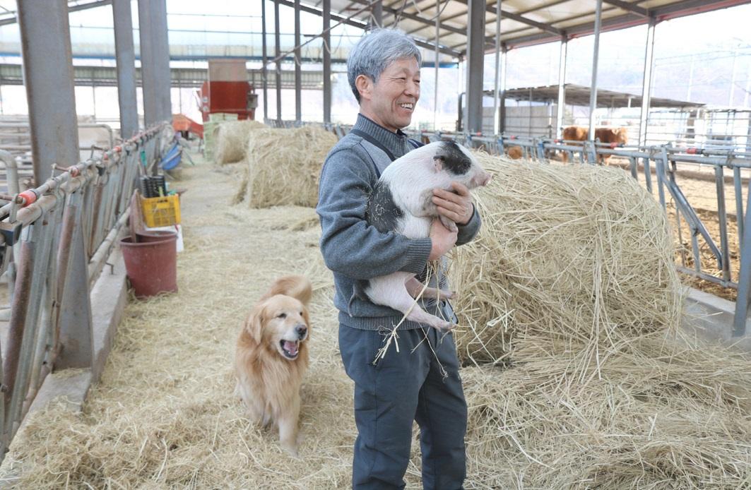 """김준권 대표는 """"농장에서 펼쳐지는 하루하루가 즐겁다""""며 """"농사는 물론 힘든 노고이지만 그 안에 휴식과 즐거움, 주체적인 삶이 주는 기쁨이 포함되어 있다""""고 환하게 웃었다."""