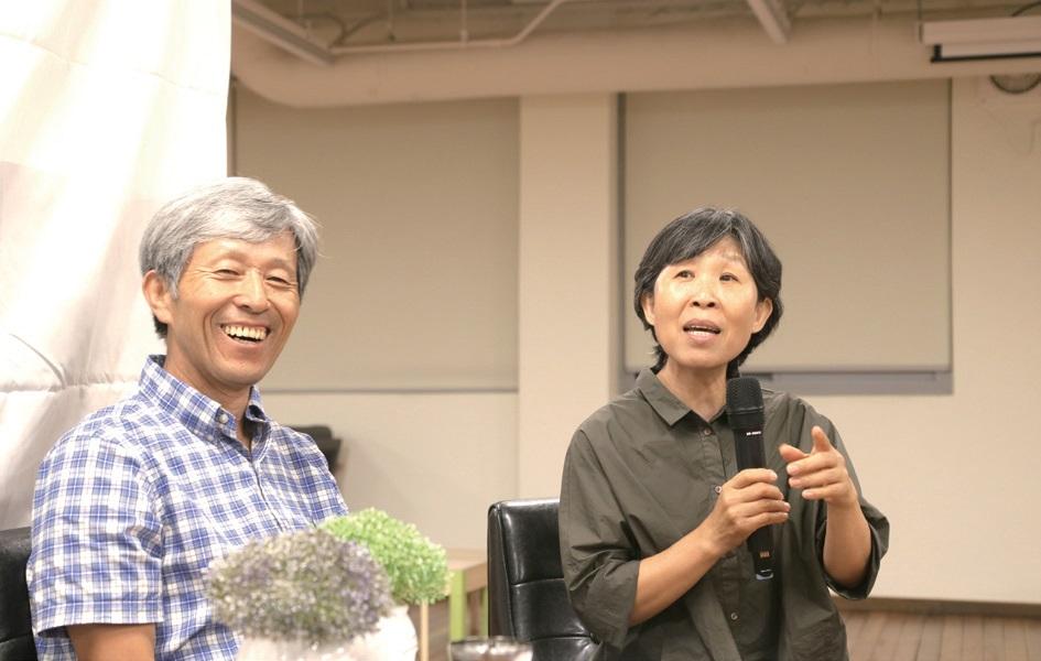 """""""농장에서의 하루하루가 행복하다""""는 김준권·원혜덕 대표 부부는 """"이런 자리가 마련되어 평화나무농장을 사랑해주는 분들을 직접 만나 반갑다""""고 소감을 말했다."""