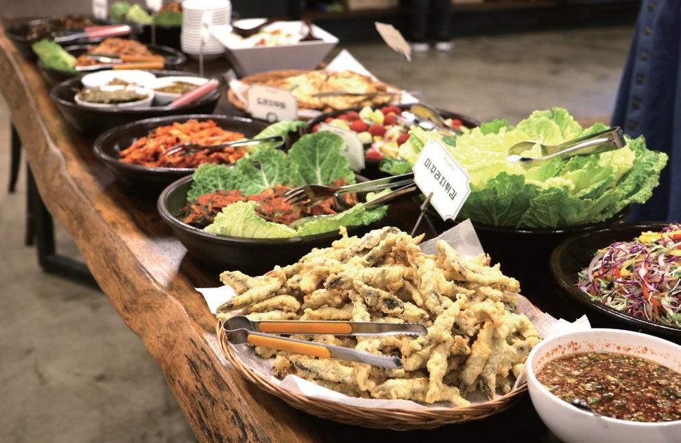 11월 밥상에는 미꾸라지, 메기, 우렁이 등 공생농법의 주역들이 맛있는 요리로 재탄생했다.