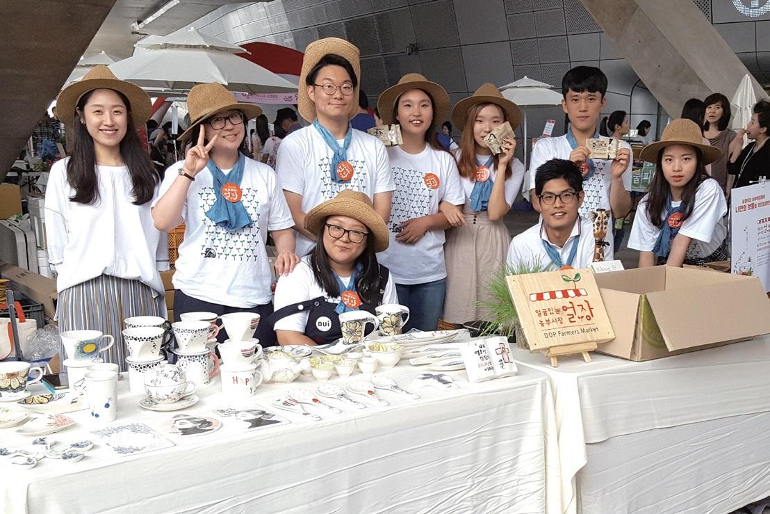 장터를 운영하고 기획하는 청년기획단 ⓒ얼굴있는 농부시장