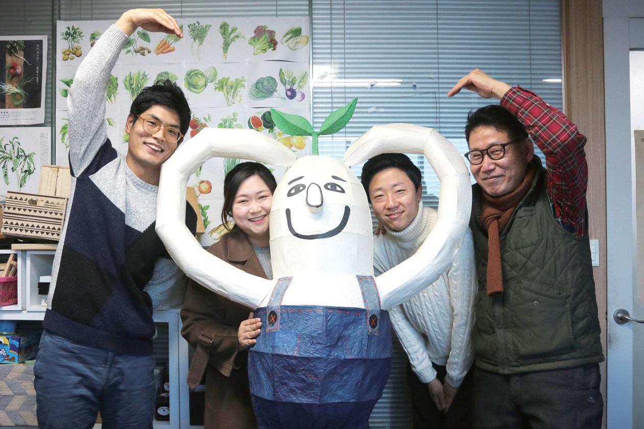 얼장의 핵심 인물이 모였다. 홍서웅 팀장(왼쪽부터), 장은비 씨, 정진욱 씨, 홍천기 대표.