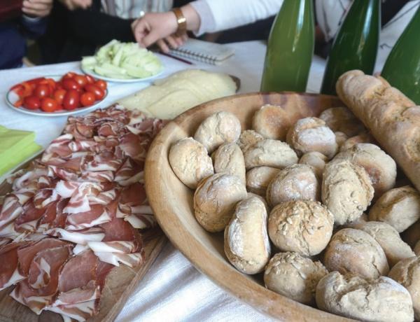 클라이들 씨 부부가 직접 농사지은 밀로 만든 빵.