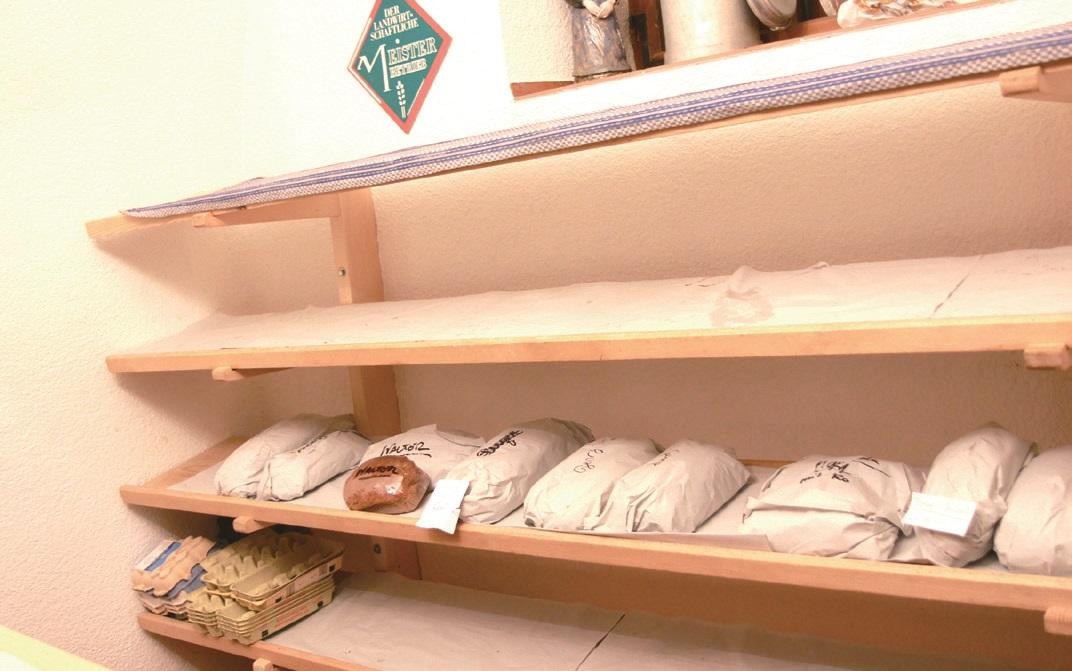 빵은 정해진 만큼만 만들며, 대부분 예약을 받아 이웃에 판매한다.