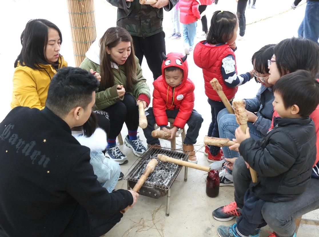 션징의 티엔유엔방田園邦자연학교에서 체험을 하고 있는 가족. ⓒ대산농촌재단