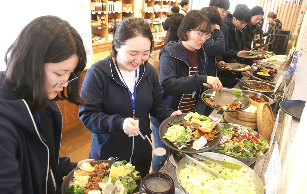 초록별 지구에서 가장 많은 채소를 먹을 수 있는 장안농장 채식뷔페.