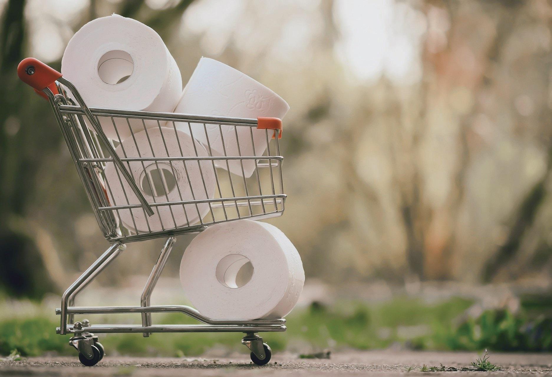 일부 국가에서는 생필품 사재기가 계속되고 있다.