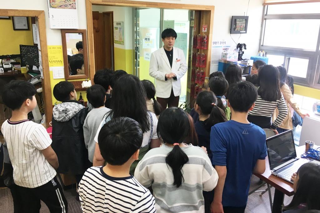 아이들이 동네의원을 방문했다.