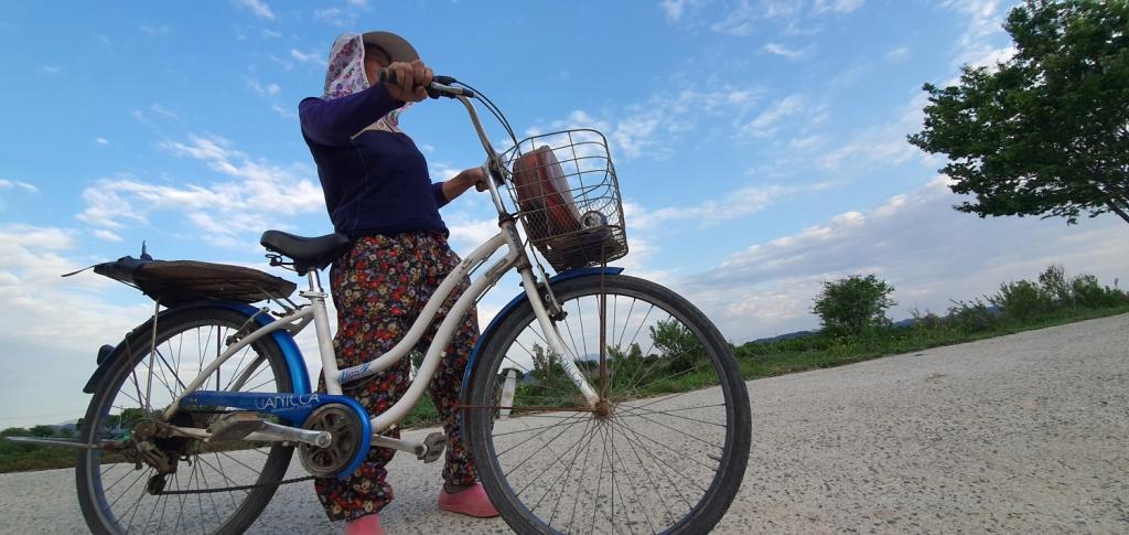 전남 담양, 길에서 만난 농민. 오랜만에 외지인을 만나 반가운 듯 한동안 서서 마을 이야기를 해주었다.