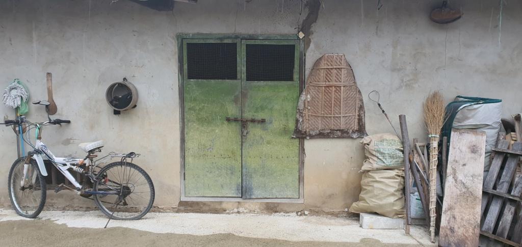 전북 순창, 주인의 삶이 그대로 보이는 창고 앞 풍경.