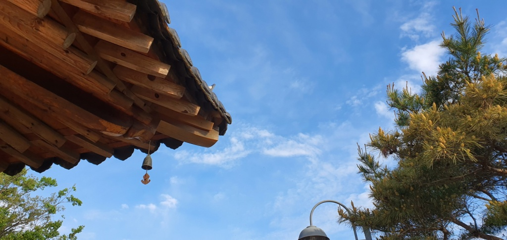 전남 담양, 한옥 끝에 달린 풍경은 바람 따라 흔들린다.